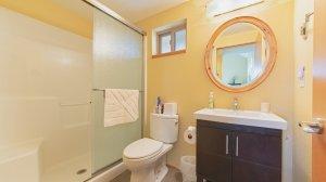 Roya Vineyard and Cottages Pinot Noir Cottage bathroom
