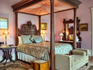 four poster bed side