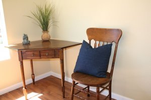 corner table and chair