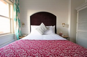 Bed with headboard and seashell spread