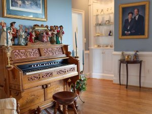 Dolls on old piano in room
