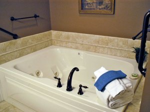 Whirlpool tub in bathroom with towels