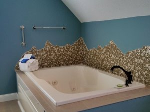 Large whirlpool tub and towels in corner of bathroom