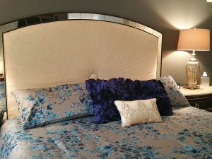 King-sized bed next to endtable with lamp
