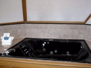 Whirlpool tub in corner of bathroom