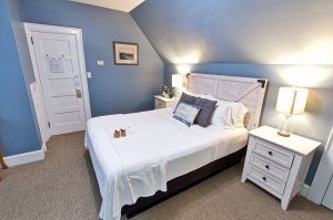 Queen bed with shelf, lamp and picture
