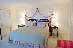 William Seward Room at William Seward Inn in Westfield, NY