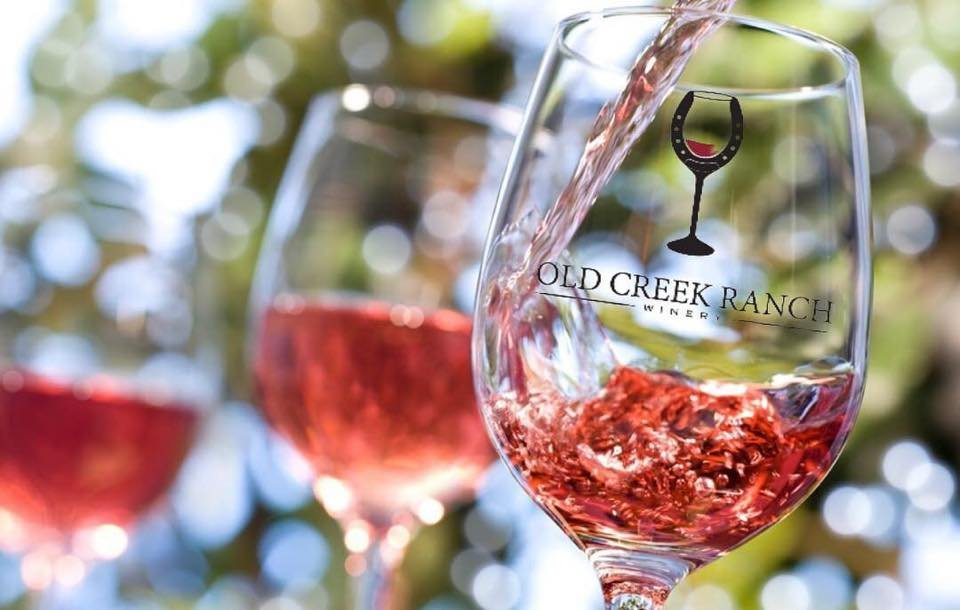 A wineglass with the words gold creek ranch