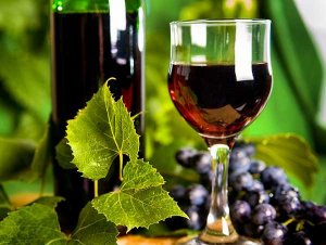 Red wine in glasses and green background