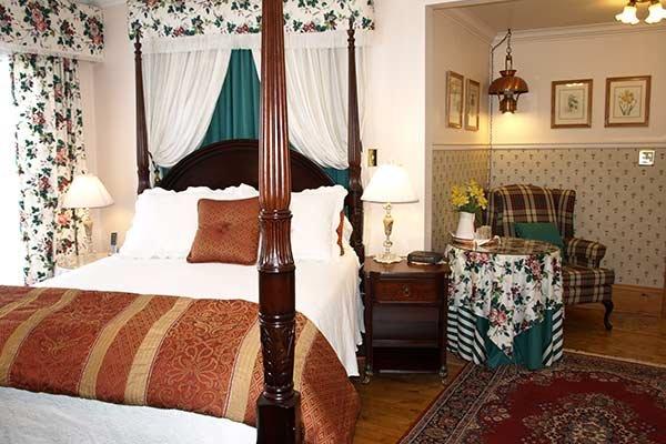 Guest Rooms at Delft Haus