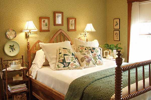 The Birdseye Room at Albany House Bed and Breakfast in Albany, WI