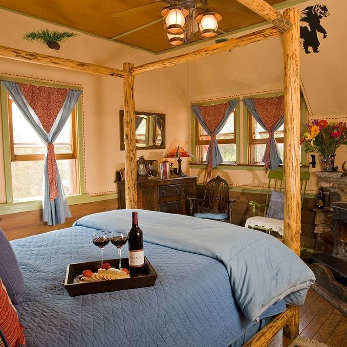 Lucky Baldwin Room at Gold Mountain Manor