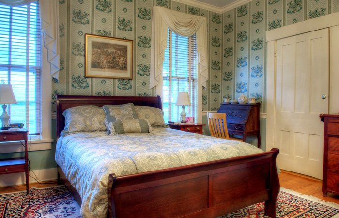 Alexandra's Escape Guest Room at Emma's Bed and Breakfast in Springfield Ohio
