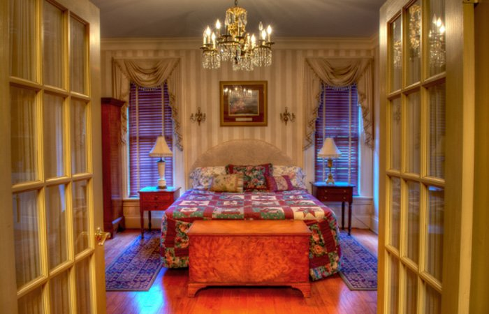Sydney's Suite Guest Room at Emma's Bed and Breakfast in Springfield Ohio
