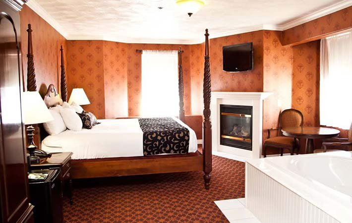 Deluxe Queen at Canyons Boutique Hotel in Kanab, UT