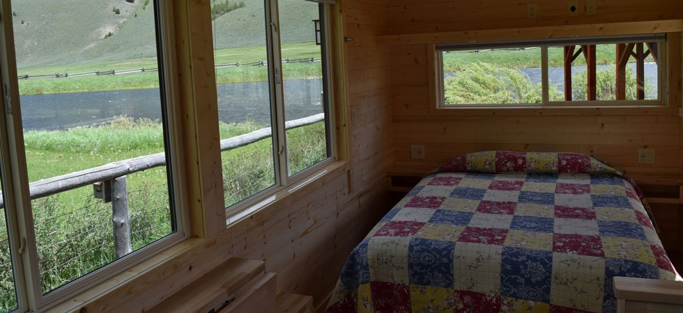 Dagger Cabin queen with kitchen in Sawtooth National Forest