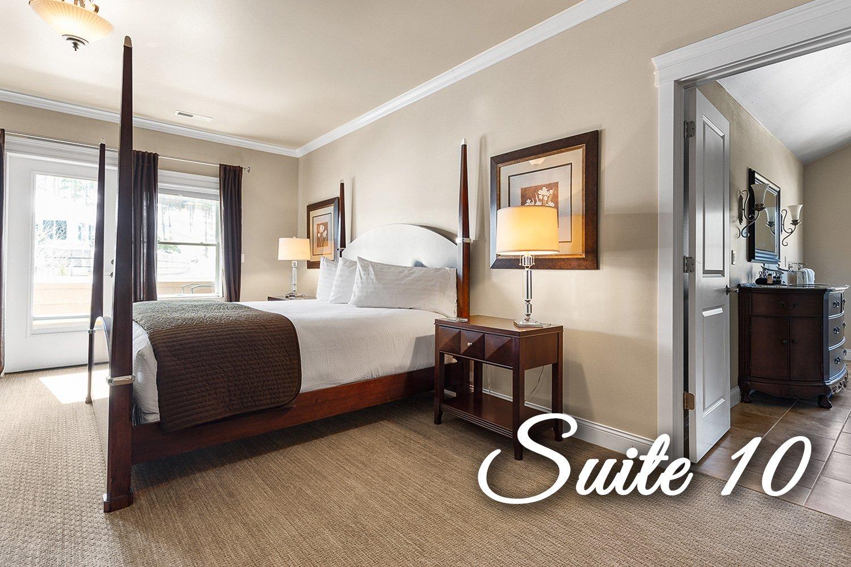 Suite 10 Bedroom and bathroom
