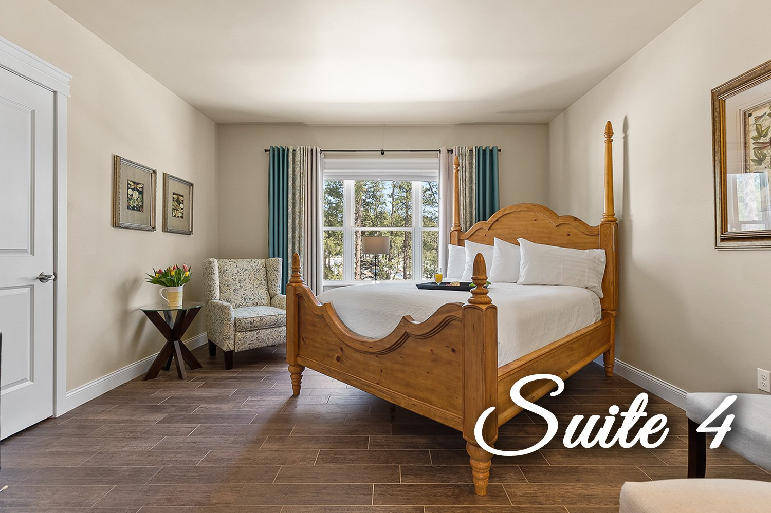 Suite 4 Bed and chair