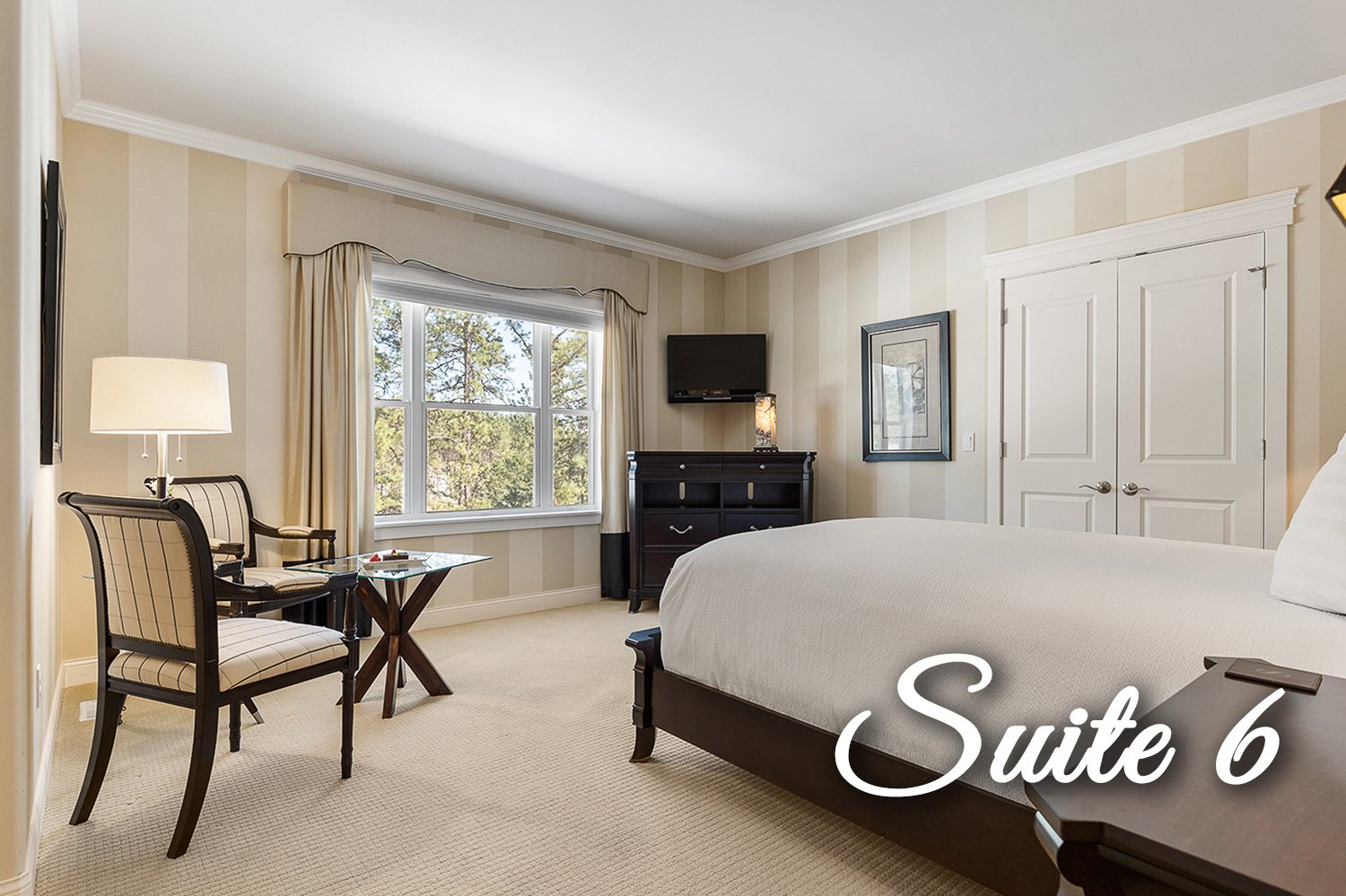 Suite 6 Bed and side tables