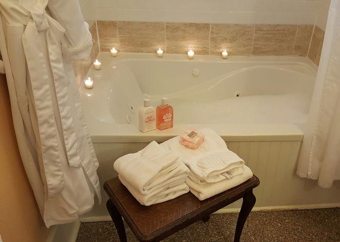 Bathroom tub with candles
