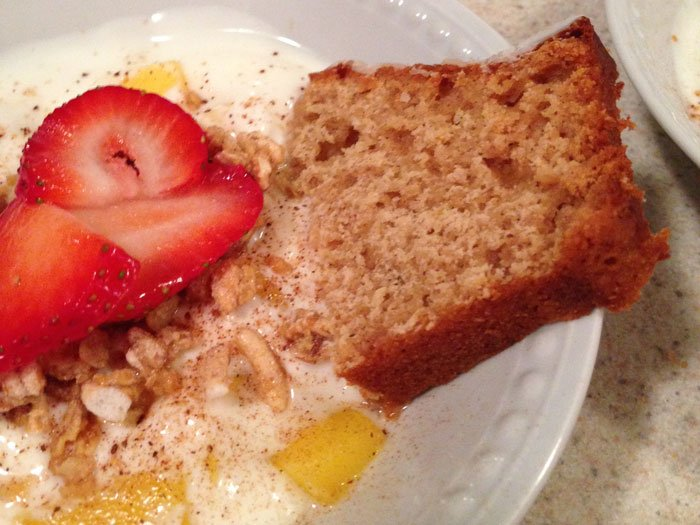 yogurt with fruit and cinnamon bread