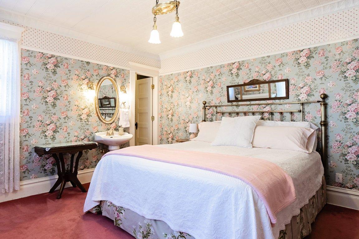 victorian theme guest suite