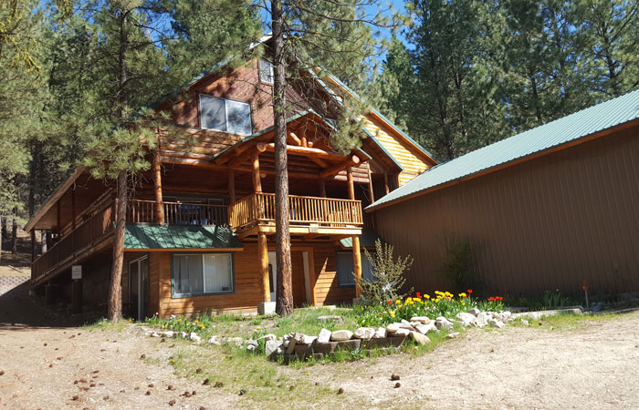 Cabins at Hayhurst Bed and Breakfast in Pine, Idaho