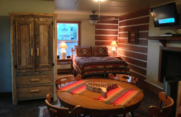 Vara Guest House bed and Breakfast and cabin rentals in Garden City Texas