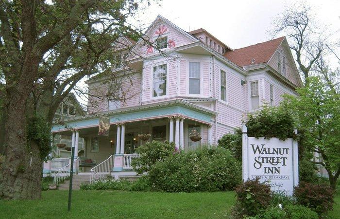 Sunday night recession discount special at Walnut Street Inn in Springfield, Missouri