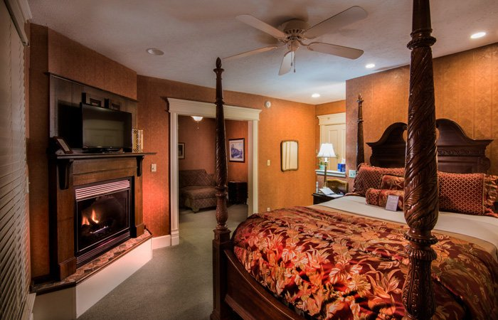 Cottage Inn rooms at the Walnut Street Inn in Springfield, Missouri