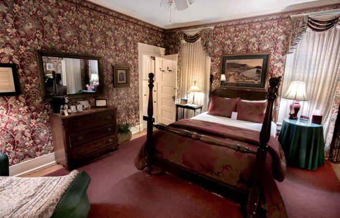 Main House Rooms at the Walnut Street Inn in Springfield, Missouri