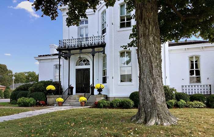 Blythewood Inn Bed & Breakfast in Columbia, TN