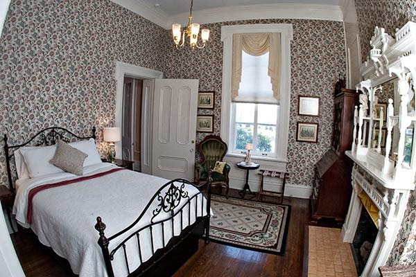 GUest room at BLYTHEWOOD INN BED & BREAKFAST IN COLUMBIA, TN