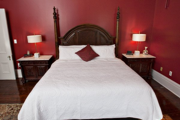 Scarlet Oak Suite at Blythewood Inn B&B in Columbia, TN