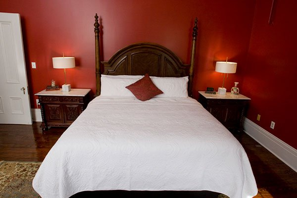 Guest room at BLYTHEWOOD INN BED & BREAKFAST IN COLUMBIA, TN