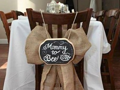 A large bow that says Mommy to Be
