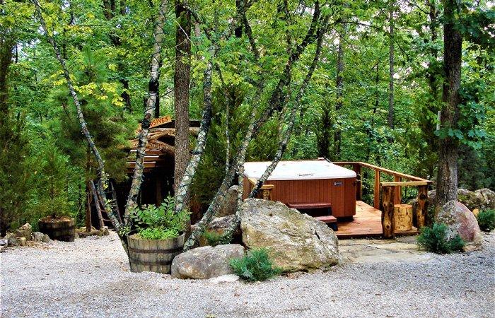 Hot tub at Fox Pass Cabins