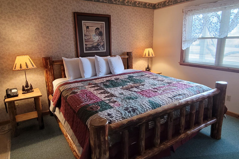 Guest Rooms at Yellowstone Basin Inn in Gardiner, Montana