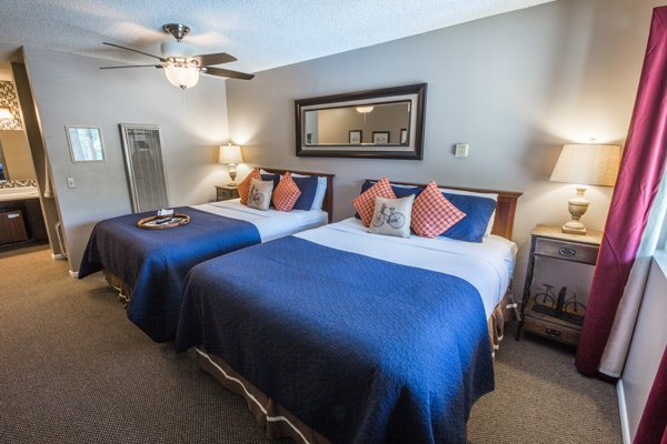 2 Queen Rooms at the Alder Inn