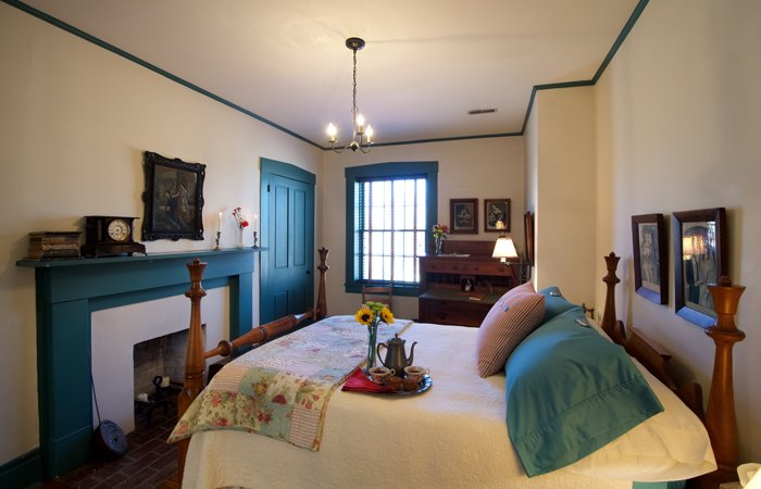 1840 Tucker House Bed and Breakfast Rooms