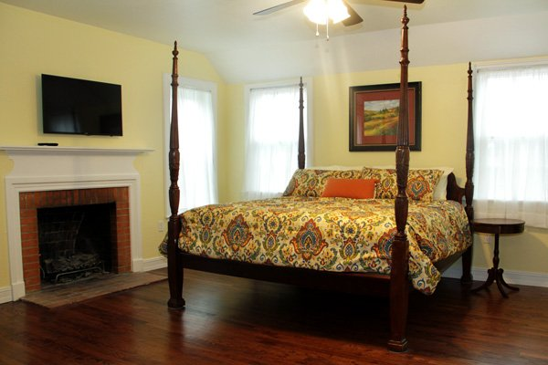 Rooms at the Oaks Bed and Breakfast in Sulphur Springs, Texas