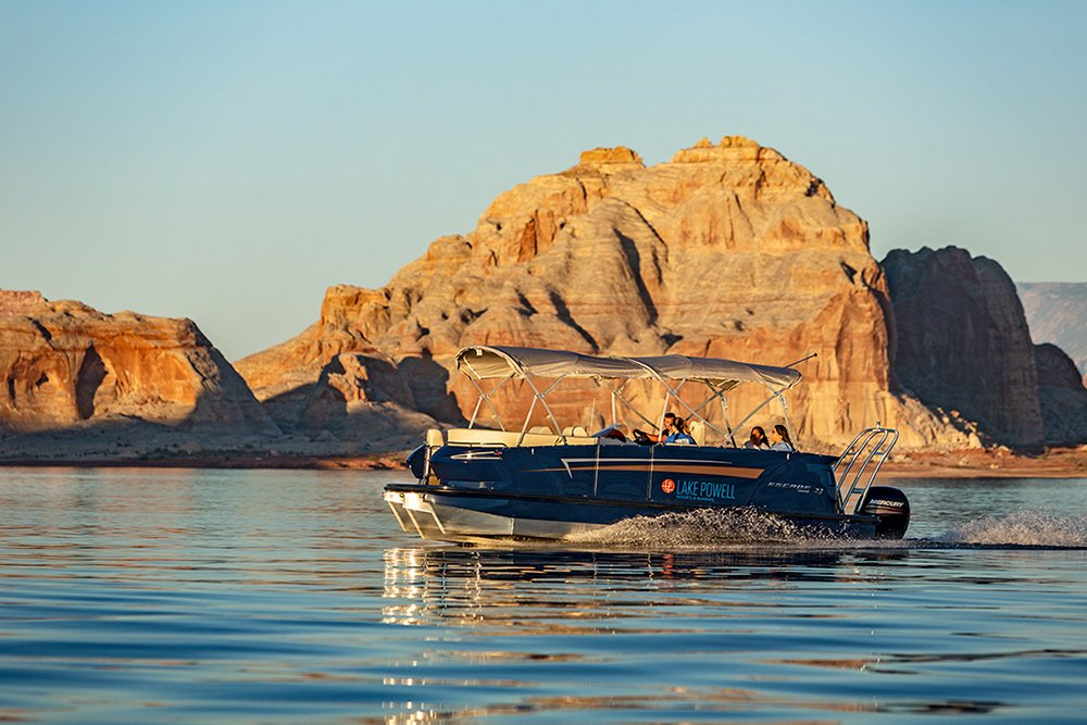 23 ft Pontoon Boat Rental at Wahweap Marina Lake Powell