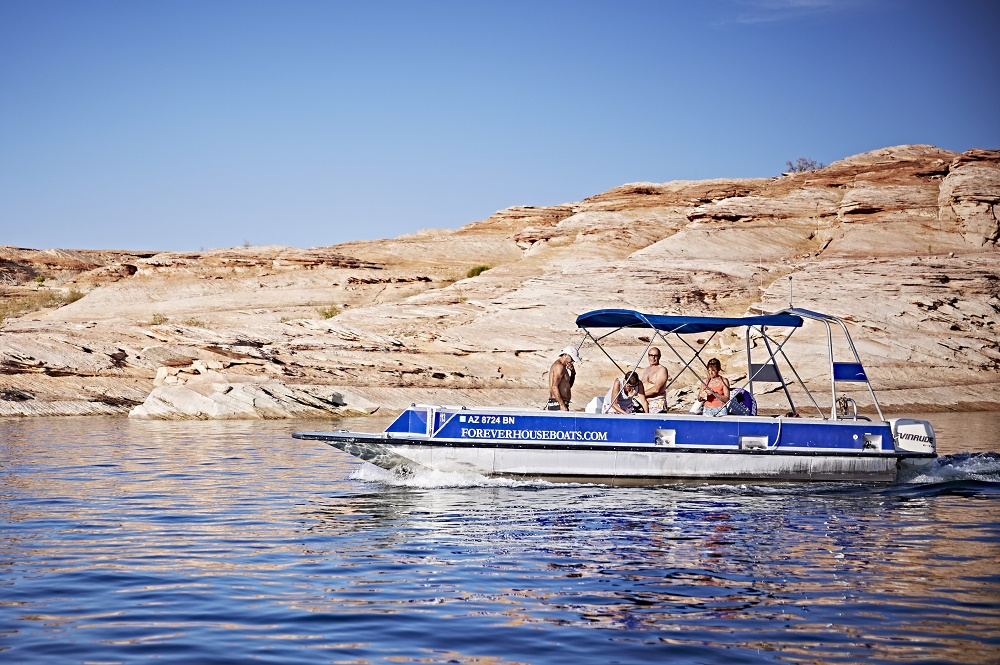 26 ft Deck Boat - Antelope Point Marina Boat Rentals on Lake Powell