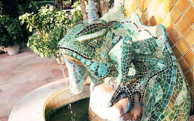 An iguana themed fountain
