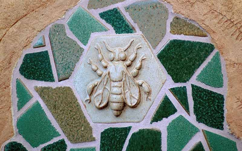 A mosaic with a relief of a fly in the middle