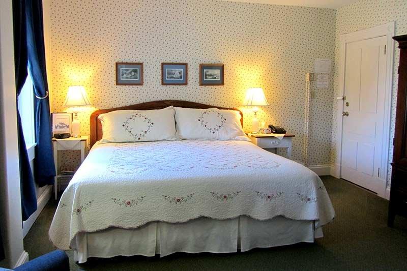 Harbourview Inn king guest room