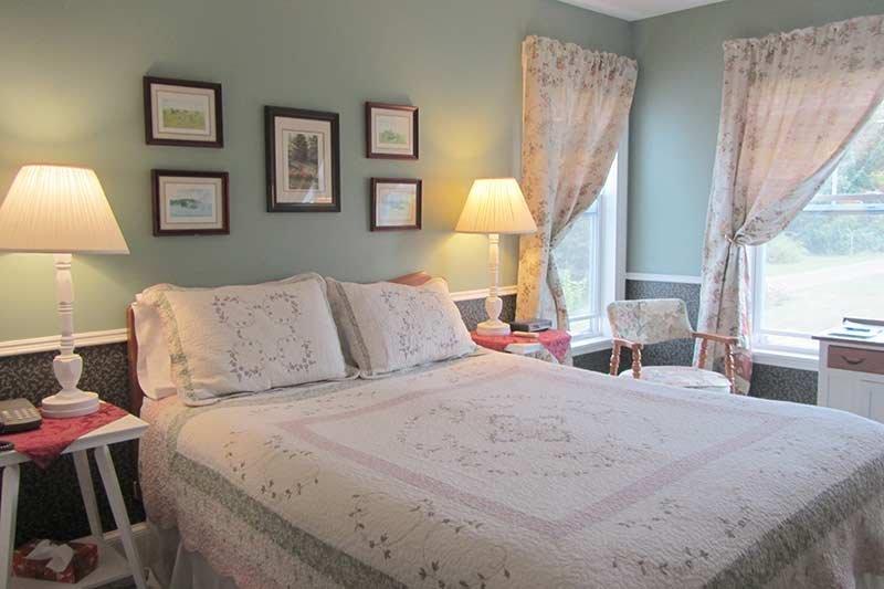 Harbourview Inn queen room 6