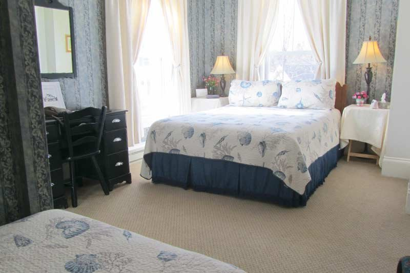 Harbourview Inn queen and single room