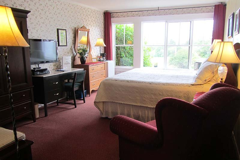 Harbourview Inn room with a king bed