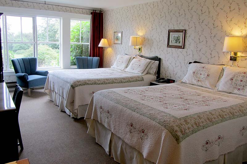Harbourview Inn room with two queen beds